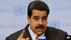 """Nicolás Maduro dijo haber visto a un Santos que no conocía y que se le pareció al expresidente colombiano Francisco de Paula Santander,rival de """"El Libertador"""" Simón Bolívar."""