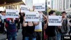 巴西世界杯決賽週賽事揭幕在即﹐地鐵工人仍然進行罷工活動。