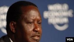 Perdana Menteri Kenya Raila Odinga berbicara pada konferensi pers, sesaat setelah keluar dari rumah sakit.