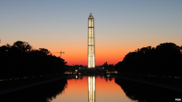 The National Park Service illuminated the Washington Monument using more than 400 lights lit from within while undergoing repairs as a result of an August 23, 2011 earthquake, Washington, DC, October, 2013. (Brian Allen/VOA)