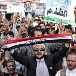 Anti-government protesters chant slogans during a rally to demand the ouster of Yemen's President Ali Abdullah Saleh in Sanaa, May 18, 2011
