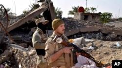Binh sĩ Iraq tiến chiếm các vị trí ở miền bắc Ramadi, 115 km (70 dặm) về phía tây Baghdad, Iraq, ngày 21/12/2015.