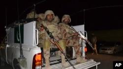 د پاکستان پوځ تېرکال ویلي وو چې هر بې درکه تن امنیتي ادارو نه دي پورته کړې ځینې د بلوڅ وسلوالو ډلو سره ملګري شوي دي خو تور یې په پوځ لګولی کېږي