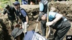 한국 화천에서 6.25 전쟁 실종자 유해를 찾는 미 국방부 산하 유해발굴팀(자료사진)