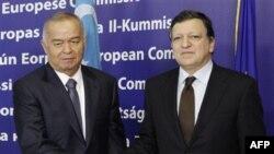 Islom Karimov Yevropa Ittifoqining ijrochi rahbari Joze Manuel Barroso (o'ngda) va NATO Bosh kotibi Anders Fog Rasmussen bilan uchrashar ekan, huquq bo'yicha xalqaro tashkilotlar G'arb hamjamiyatiga O'zbekistonda repressiv siyosat davom etmoqda, erkinlik