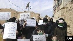 Người biểu tình chống Tổng thống Syria ở Daria, gần thử đô Damascus hôm 12/2/12