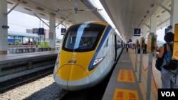 马来西亚现有铁路的火车车厢大多是中国公司制造的。(2016年3月15日,美国之音朱诺拍摄)