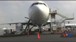 Ось як літак повертає людям зір. Відео