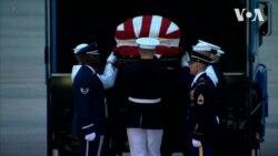 Труну з тілом Джона Маккейна доставили до Вашингтона. Відео