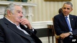 El presidente uruguayo, José Mujica, junto a su par estadounidense, Barack Obama.