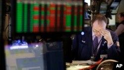La bolsa de valores subió con el anuncio de un acuerdo en el gobierno, pero el daño parece que ya se hizo y costará recuperar la confianza.