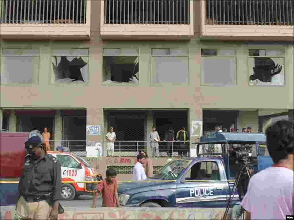 دھماکے سے پارکنگ پلازہ کے شیشے بھی ٹوٹ گئے۔