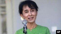 4월 보궐선거에 출마하는 아웅 산 수치 여사(자료사진)
