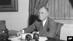 美国第32任总统富兰克林.罗斯福在白宫办公照