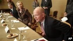 英国外交大臣黑格(右),美国国务卿克林顿(左)在日内瓦的联合国人权委员会上