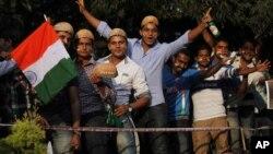 پاکستان اور بھارت کے درمیان پانچ سال بعد دوطرفہ کرکٹ سیریز کا پہلا ٹی ٹونٹی میچ پر شائقین کا جوش وخروش۔ بنگلور ۔ 25 دسمبر 2012