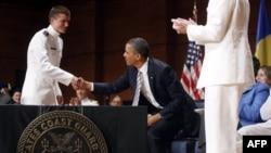 Президент Обама в Академии береговой охраны США в городе Нью-Лондон, штат Коннектикут. 18 мая 2011 года
