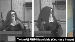 Les images de vidéosurveillance diffusées par le FBI montrent deux femmes vêtues d'une longue robe de nonne, la tête couverte d'un grand voile noir sur une guimpe blanche, pistolet au poing, 28 août 2017. @FBIPhiladelphia