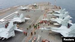 지난 2013년 일본 남부 해안에서 미-일 연합 해양훈련이 실시되고 있다. (자료사진)