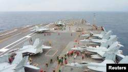 美國海軍華盛頓號2013年11月28日在日本南部海域參加與日本的聯合演習