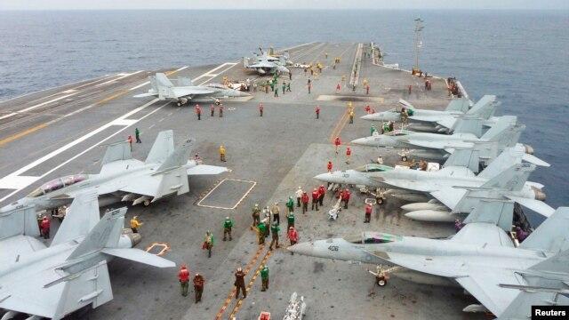 Máy bay chiến đấu F/A 18 Super Hornet trên boong tàu sân bay USS George Washington trong cuộc diễn tập hải quân chung tại vùng biển ngoài khơi miền nam Nhật Bản (Ảnh tư liệu).