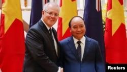 Perdana Menteri Australia Scott Morrison bertemu dengan sejawatnya, Nguyen Xuan Phuc di Hanoi, Vietnam, 23 Agustus 2019.