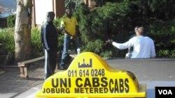 El reto es conseguir un taxi que lo lleve a uno de un punto A a un punto B sin dolores de cabeza.