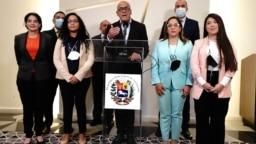El jefe de la delegación del gobierno de Venezuela, Jorge Rodríguez, dijo que nunca estuvo contemplado abandonar el proceso.