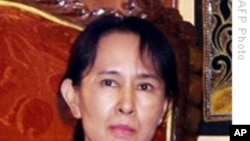 Burma's Aung San Suu Kyi Reaches Out to Military Leaders