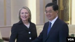 克林顿代表奥巴马出席APEC峰会 将与胡锦涛会晤(美国之音视频截图)