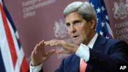 El secretario de Estado, John Kerry, habla en una conferencia de prensa en Londres.