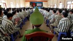 Các tù nhân Việt Nam trước khi được đặc xá hồi năm ngoái.