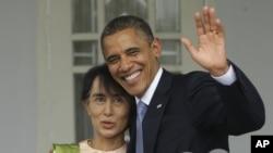 19일 미국 대통령으로서는 처음으로 버마를 방문해 민주화 운동 지도자 아웅산 수치 여사(왼쪽)를 만난 바락 오바마 미 대통령.