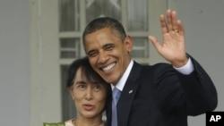 Tổng thống Mỹ Barack Obama và lãnh tụ dân chủ Miến Điện Aung San Suu Kyi tại Rangoon, ngày 19/11/2012.
