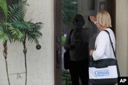 지난달 11일 미국 플로리다주 윈터파크에서 인구조사원이 가정집을 방문했다.