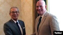 美國國務院政治軍事局助理國務卿克拉克·庫伯2019年8月5日在其推特賬號上貼出他與台灣駐美代表高碩泰會面的照片。 (取自推特)