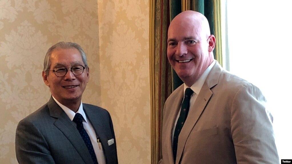 美国国务院政治军事局助理国务卿克拉克·库伯2019年8月5日在其推特账号上贴出他与台湾驻美代表高硕泰会面的照片。(取自推特)