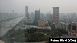 Aliran sungai Zhu Jiang yang bersih membelah Kota Guangzhou, China yang tertata rapi (Foto:VOA/Petrus Riski)
