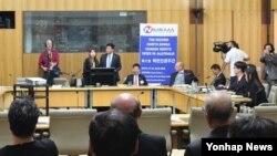 19일 호주 수도 캔버라의 연방의회에서 열린 북한인권관련 공청회에서 탈북자 출신 안명철 NK워치 대표가 북한 인권상황에 대해 설명하고 있다.