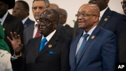 Zimbabwean president and chair of the African Union Summit Robert Mugabe (l) stands next to South African president Jacob Zuma during a photo op at the AU summit in Johannesburg, June 14 2015.