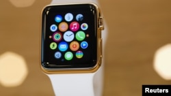 نوعی از ساعت اپل با روکش طلا که دربرلن رونمایی شد. جمعه ۱۰ آوریل ۲۰۱۵