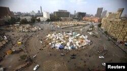 Палатки представителеой оппозиции на площади Тахрир в Каире