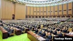 25일 만수대의사당에서 김정은 국방위원회 제1위원장이 참석한 가운데 진행된 최고인민회의 제12기 6차회의.