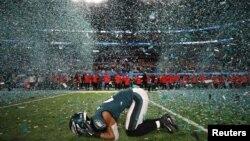 Patrick Robinson de los Philadelphia Eagles celebra el triunfo de su equipo en el Super Bowl 52 en Minneapolis, Minnesota. 4 de febrero de 2018.