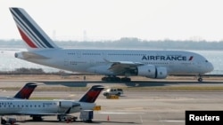 Pesawat Air France mendarat di bandar udara internasional JFK di New York. (Foto: Dok)