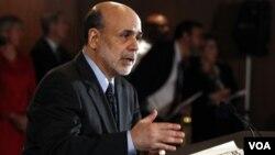 Ben Bernanke defendió la agresiva política monetaria adoptada por la Reserva Federal de EE.UU.