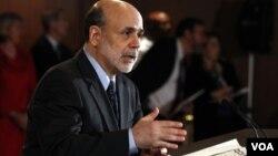El presidente de la Reserva Federal, Ben Bernanke, ha defendido los bajos intereses mientras el crecimiento sea moderado.
