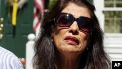 Bà Diana Foley nói với đài ABC rằng các viên chức đe dọa gia đình bà là họ sẽ vi phạm các tội hình sự nếu tìm cách quyên tiền để giải thoát cho con