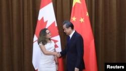 加拿大外長弗里蘭2017年8月與中國外長王毅會面(路透社)