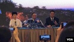 2017年7月15日,瀋陽市政府舉行新聞發佈會宣佈劉曉波骨灰當天中午在大連海葬(美國之音葉兵拍攝)